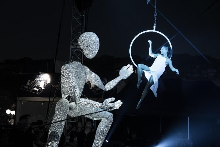 DUNDU mit Artistin