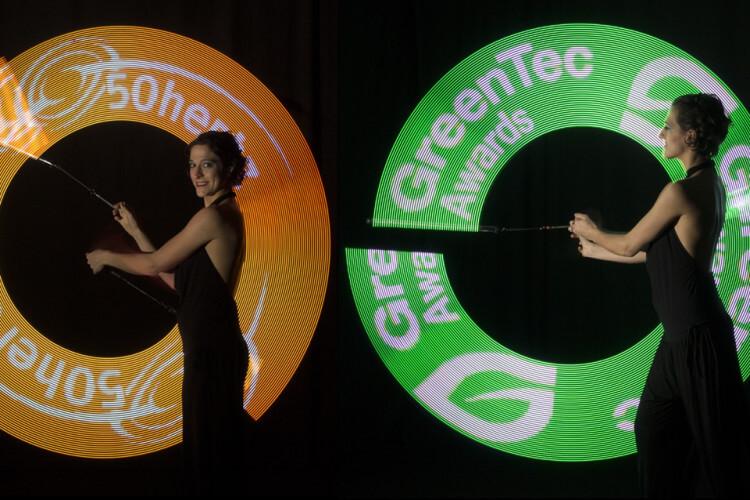 LED Lichterlogos mit 2 Frauen