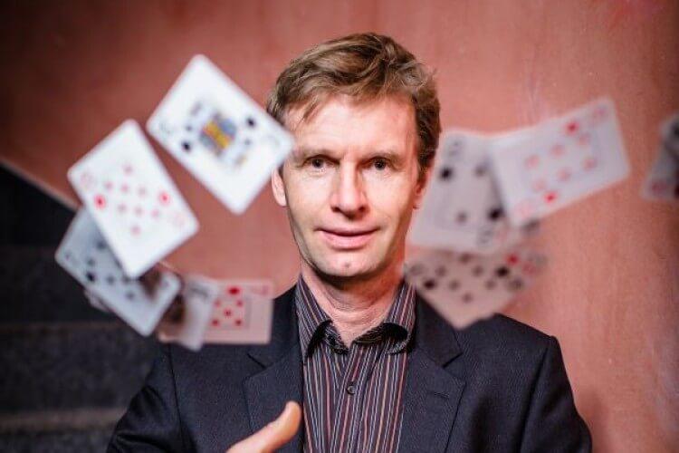 Björn de Vil mit Karten
