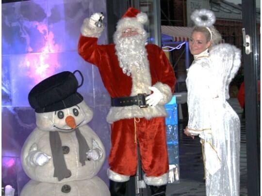 Weihnachtsmann Engel und Schneemann