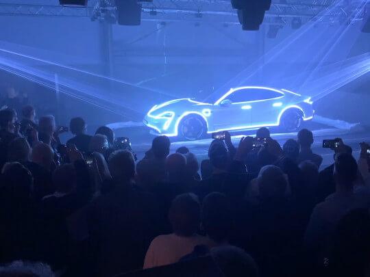 Künstlervermittlung: Laser-Autopräsentation Frankfurt - Künstleragentur | DIE ALLESLÖSER