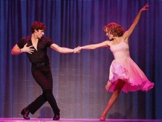 Mann und Frau tanzen
