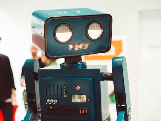 Künstlervermittlung: Hugo der Roboter Frankfurt - Künstleragentur | DIE ALLESLÖSER