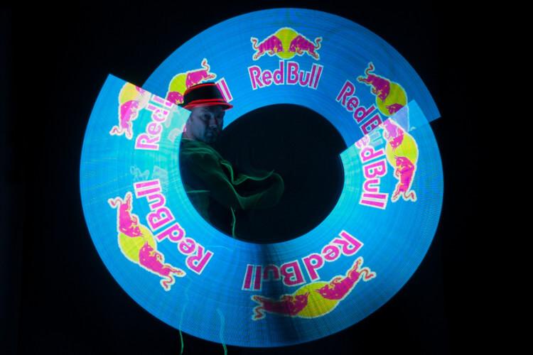 Volker Maria Maier mit Red Bull Pois