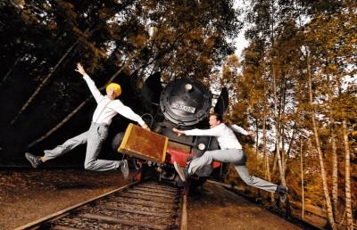 Klirr Deluxe vor dem Zug