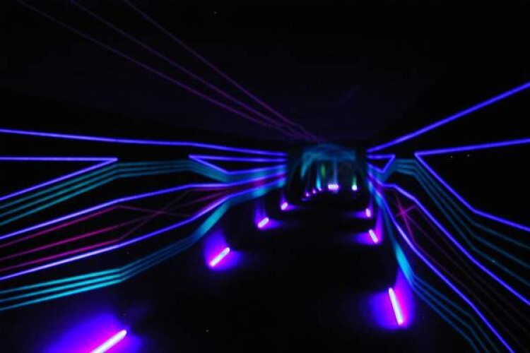 Schwarzlichttunnel