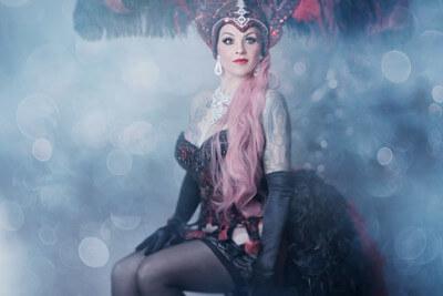 Belle La Donna im Kostüm