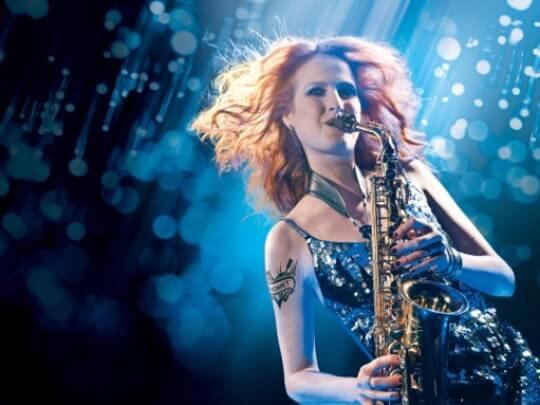 Melanie Piontak mit Saxophon