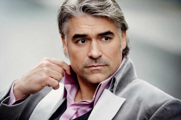 Björn Landberg im grauen Anzug