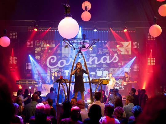 Künstlervermittlung: De Coronas auf einer Bühne Frankfurt - Künstleragentur | DIE ALLESLÖSER