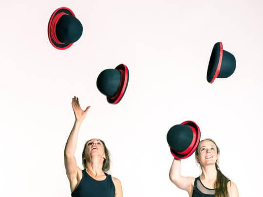 Zwei Frauen Mit Hüten