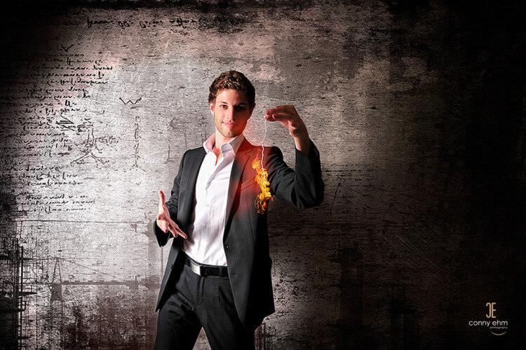 Claudio Gnann mit brennenden Faden