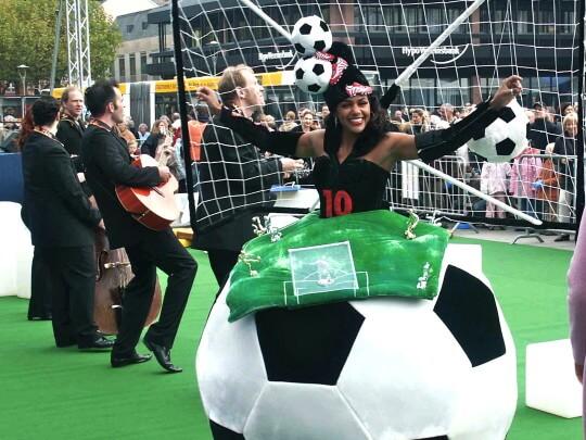 Künstlervermittlung: Fußball-Walking Act Frankfurt - Künstleragentur | DIE ALLESLÖSER