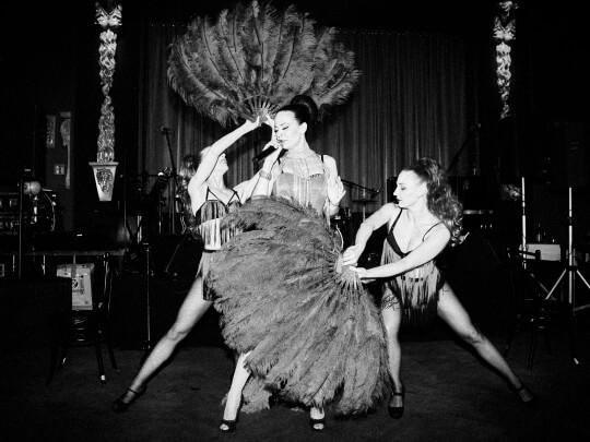Künstlervermittlung: Burlesquetänzerinnen Frankfurt - Künstleragentur | DIE ALLESLÖSER