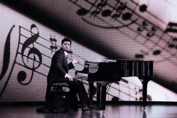 Fadi Gaziri auf einer Bühne