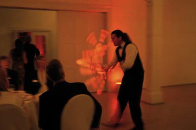Sir Julian jongliert