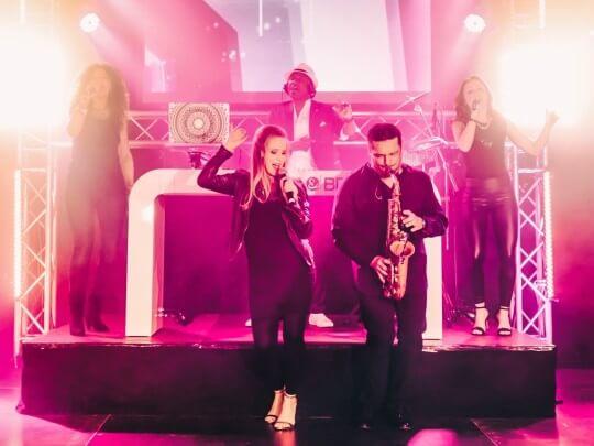 Künstlervermittlung: DJ Plus Livemusiker, Sängerin, Saxophonist und Band Frankfurt - Künstleragentur | DIE ALLESLÖSER