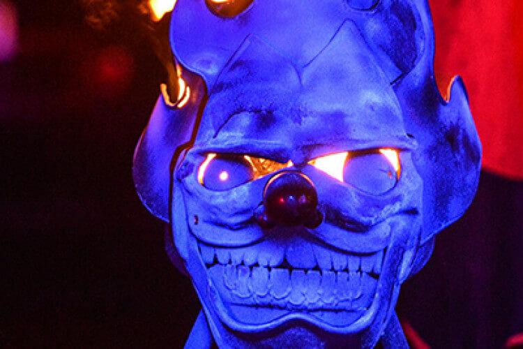 Maske mit Feuer Photo by seeyou - design