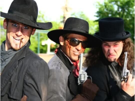 3 Männer mit Waffe