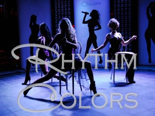 Tänzerinnen mit Logo