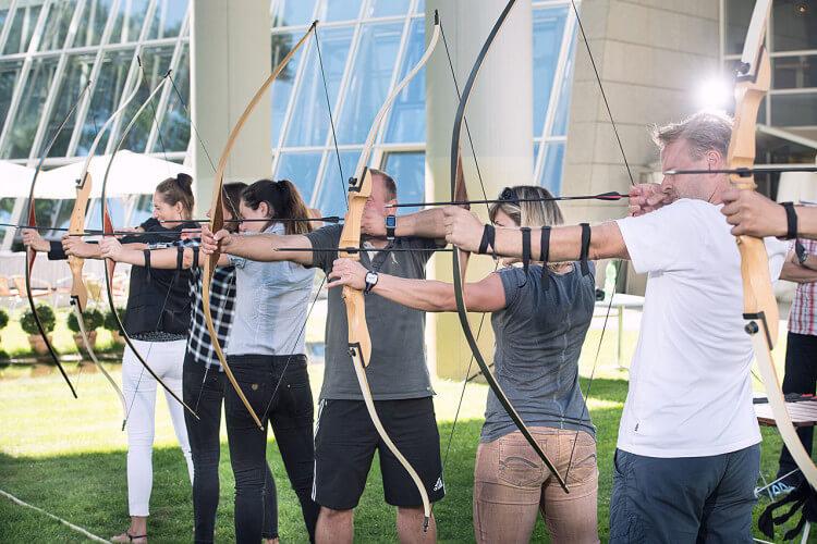 Bogenschießen Teamgeist Gruppe Konzentration Zielen