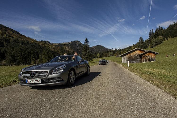 Autos auf Alpenstraße