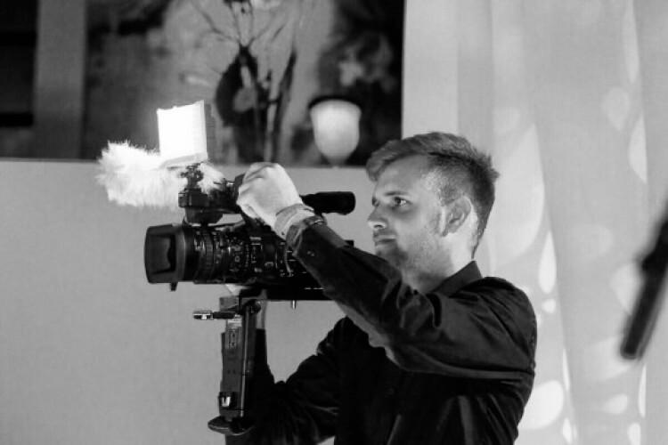 Dennis Brandenburg mit Kamera