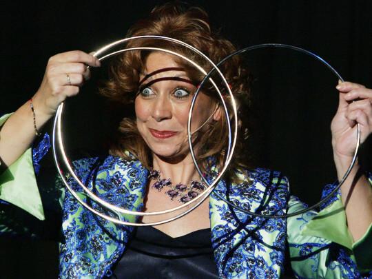 Sylvia Schuyer mit Ringen