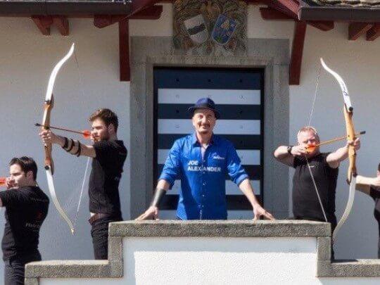 Businesssamurai mit Bogenschützen