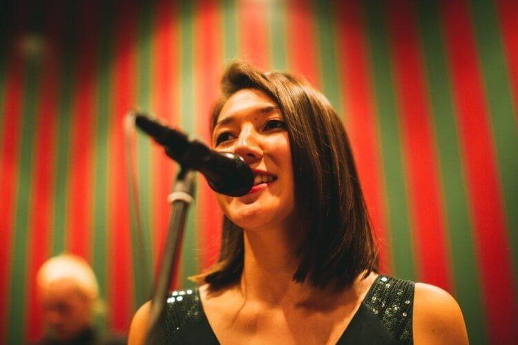 Sängerin von Bordun Quintett