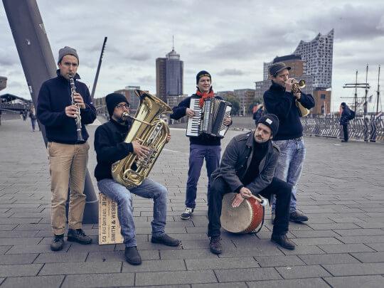 Albers Ahoi! vor der Elbphilharmonie