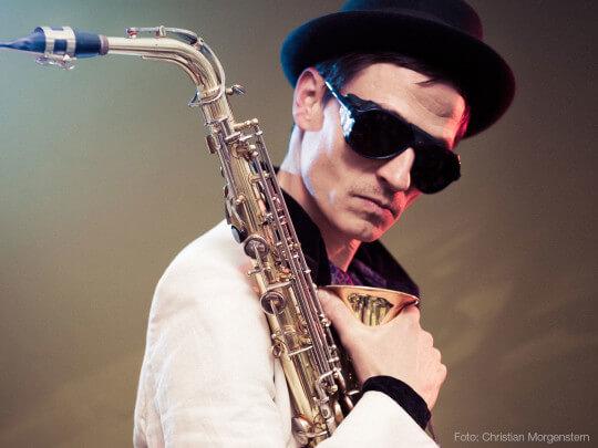 Künstlervermittlung: Niklas on Sax Frankfurt - Künstleragentur | DIE ALLESLÖSER