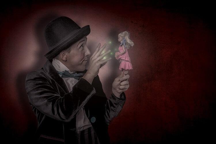 Monsieur Momo mit Puppe