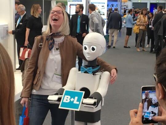 Künstlervermittlung: Yuki, der sprechende Roboter Frankfurt - Künstleragentur | DIE ALLESLÖSER