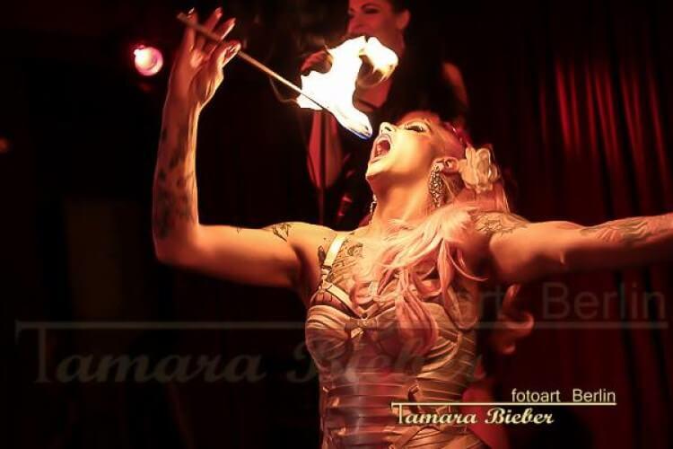 Belle La Donna Feuershow