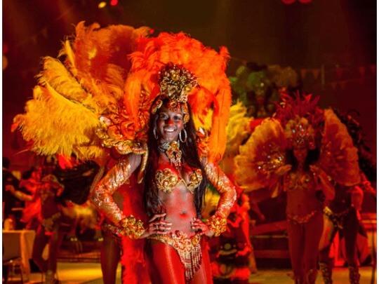 Tänzerin im Kostüm