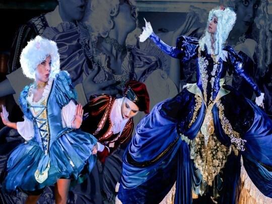 Tänzerin in Barockkostümen