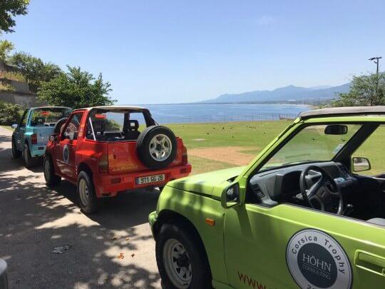 3 bunte Jeeps