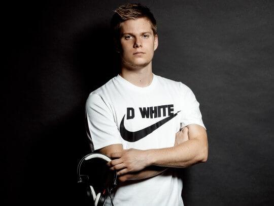 Künstlervermittlung: DJ D White Frankfurt - Künstleragentur | DIE ALLESLÖSER