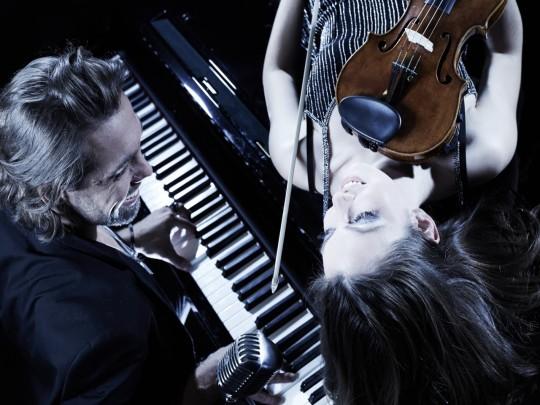 MABEA - Mann am Klavier mit Geigerin