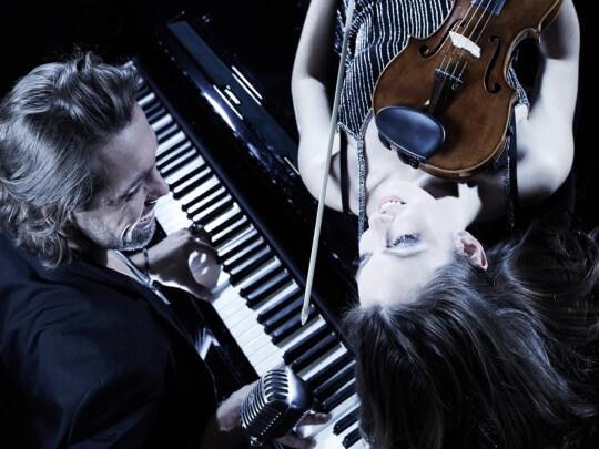 Künstlervermittlung: MABEA - Mann am Klavier mit Geigerin Frankfurt - Künstleragentur | DIE ALLESLÖSER