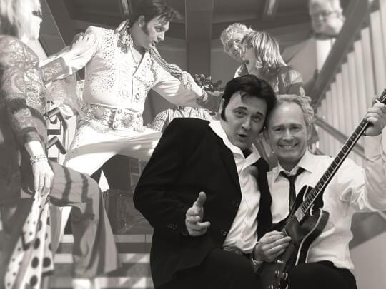 Künstlervermittlung: ELVIS & THE EVERGREENS vor Elvis-Bild Frankfurt - Künstleragentur | DIE ALLESLÖSER