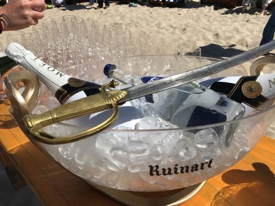 Champagner und Säbel