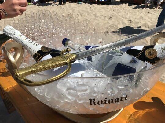 Künstlervermittlung: Champagner und Säbel Frankfurt - Künstleragentur | DIE ALLESLÖSER