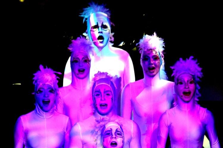 7 weiße Sängerinnen