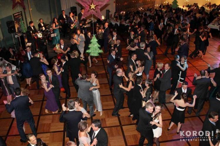 Jens Korodi Showband mit tanzenden Gästen