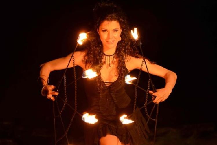 Krisztina mit Feuer