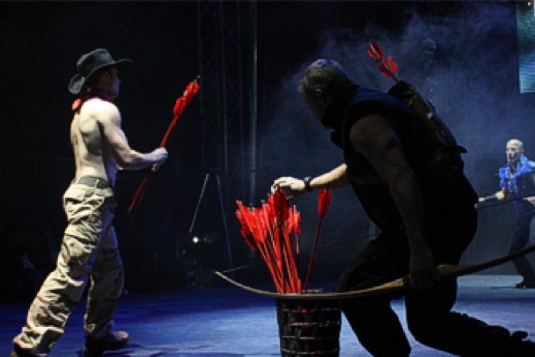 Männer auf der Bühne