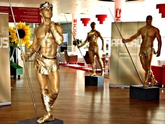 Künstlervermittlung: lebende Statuen Frankfurt - Künstleragentur | DIE ALLESLÖSER