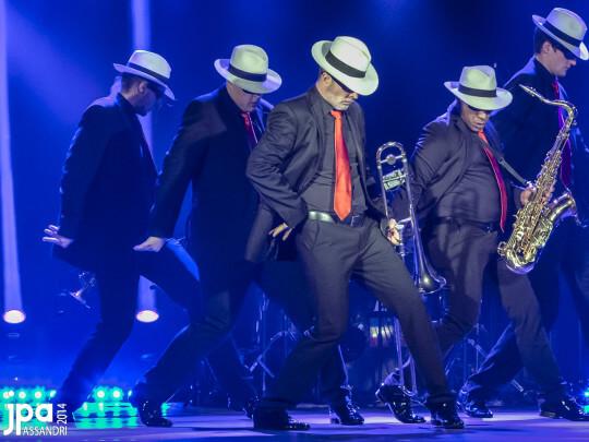 Künstlervermittlung: BRASSBALLETT tanzend Frankfurt - Künstleragentur | DIE ALLESLÖSER